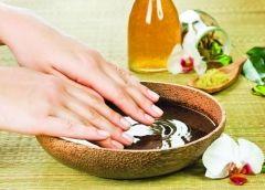 Білі плями на нігтях рук