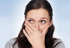 Чому виникає гіркий присмак у роті?